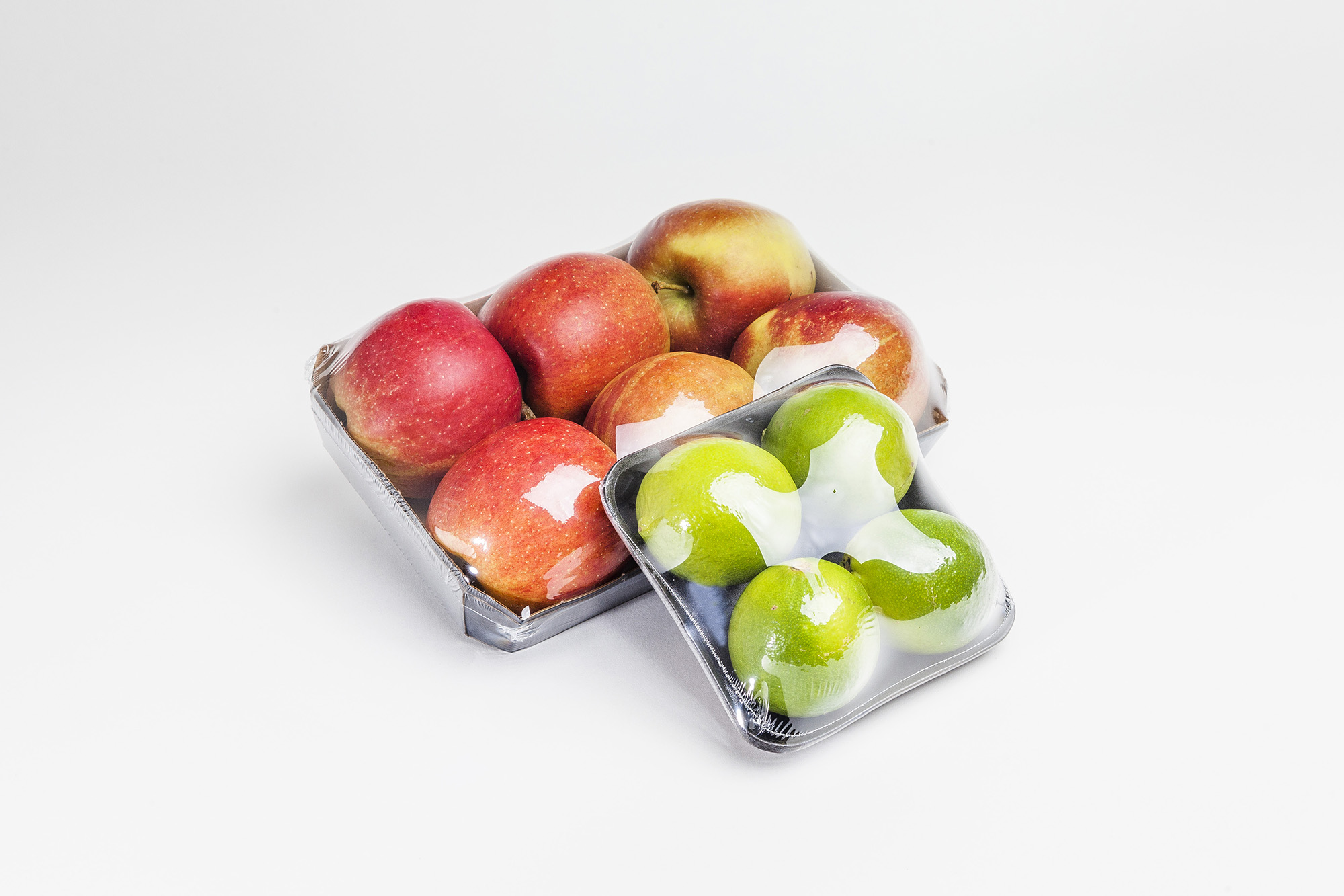 jabłka i owoce pakowane w folię