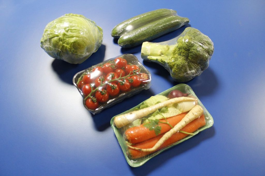 pakowanie warzyw w folię